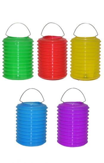 Bunte Lampions aus Kunststoff