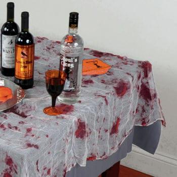 Blutiges Tischtuch aus Deko Stoff