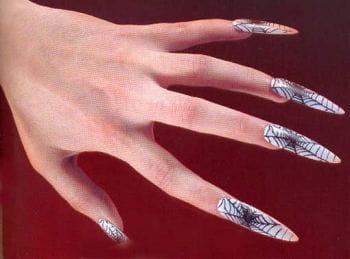 Fingernägel mit Spinnweben Weiß