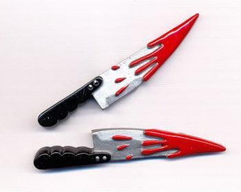 Haarspange mit blutigem Messer