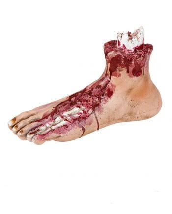 Blutiger Fuß eines Zombies