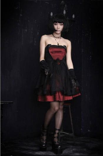 Trägerloses Kleid mit Schnürung S S / 36