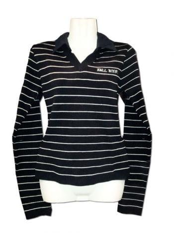 Schwarz-weiß gestreifter Pullover