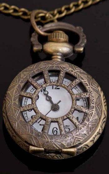 Halskette mit Uhr Anhänger