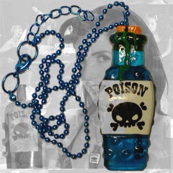 Horror Halskette Giftflasche