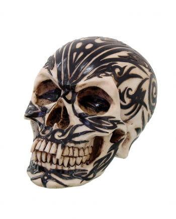 Totenkopf mit Maori Tribal Motiv