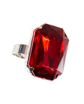 Ring mit Rotem Edelstein als Kostümaccessoire
