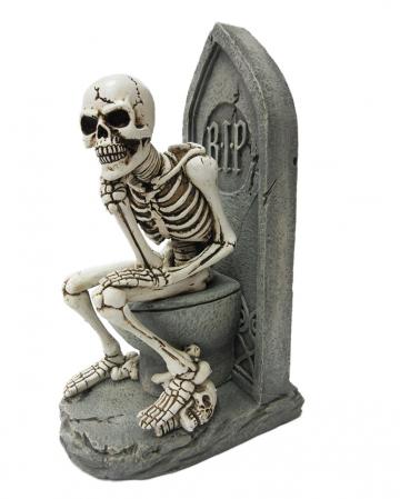 Denkende Skelett Figur auf Toilette