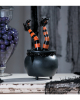 Hexenkessel mit zappelnden Hexenfüßen